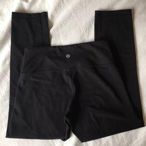 Black lululemon crop leggings